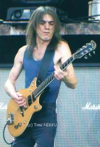 """Malcolm Young durante sua última turnê com o AC/DC. """"Black Ice""""."""