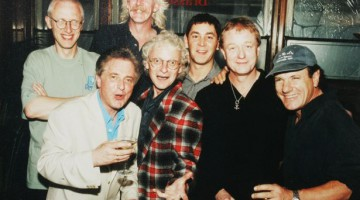 Brendan Healy com, da esquerda, Ray Laidlaw, Paddy MacDee , Billy Mitchell, Steve Coleman, John Miles and Brian Johnson