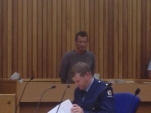 Phil Rudd no Tribunal. 06 de novembro de 2014.