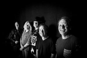 AC/DC com Axl Rose. Foto de Roger Sargent.