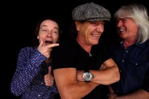 AC/DC. Angus Young, Brian Johnson e Cliff Williams.