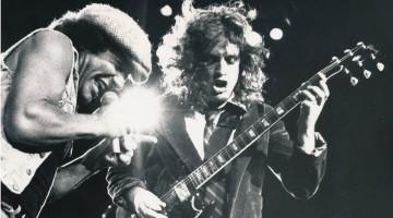 AC/DC. Brian Johnson e Angus Young nos anos 80.