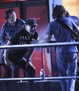 AC/DC durante o ensaio um dia antes do Grammy