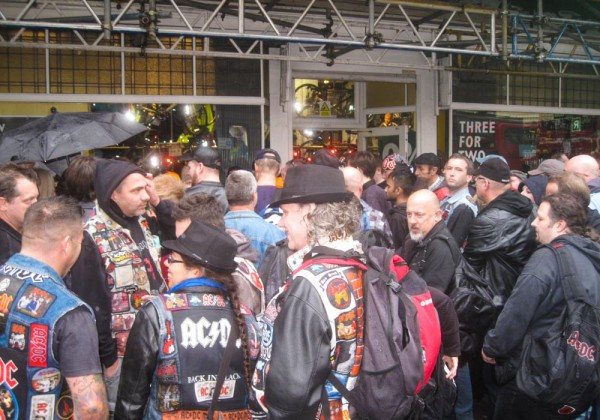 acdc-fans-meeting-to-video-shoot-rock-or-bust-2014