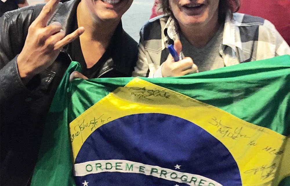 O fã Luiz Guilherme Freire com Angus Young