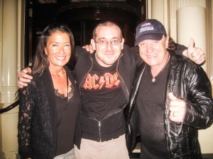 Brenda Johnson, Vincent Alexandre e Brian Johnson (AC/DC)
