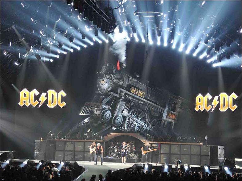 "AC/DC com o trem na turnê ""Black Ice"" - 2008/2010"