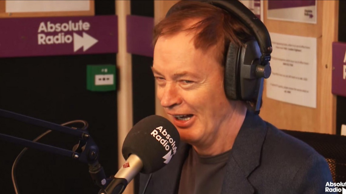 Angus Young na Absolute Radio. 2014.