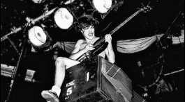 Angus Young. AC/DC.
