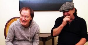 Angus Young e Brian Johnson. Entrevista para Jeff Woods. 2014.