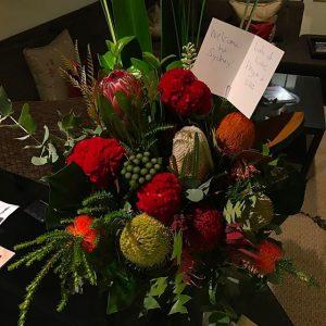 Flores de Angus Young e Ellen Young para o Guns N' Roses. 2017.