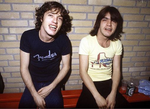 Angus e Malcolm falam sobre o punk