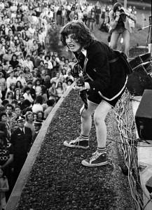 Angus Young no Victoria Park em Sydney, 1974.