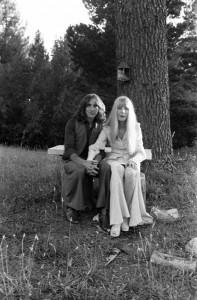 Bon Scott e sua ex-esposa Irene. Foto de casamento.