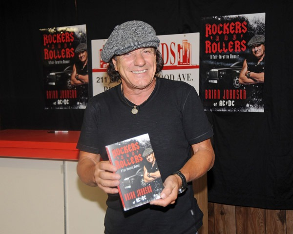 Brian Johnson fala sobre seu livro Rockers and Rollers