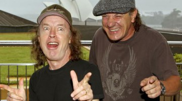 Brian Johnson e Angus Young em 2010