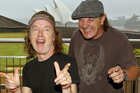 Brian Johnson e Angus Young em 2010