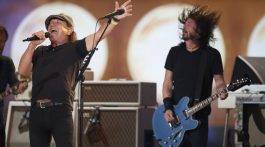 Brian Johnson canta Back in Black com Foo Fighters em evento pró-vacina