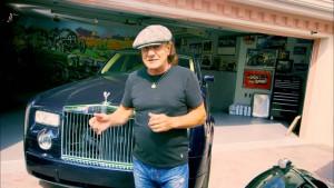 Brian Johnson na garagem de sua casa em Sarasota, Flórida.