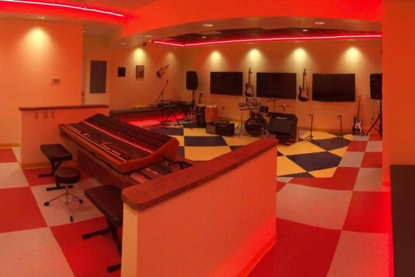 """Sala de Musicoteraparia Brian Johnson"". Novembro/2014."