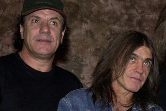 Brian Johnson e Malcolm Young. 2000. Stiff Upper Lip.