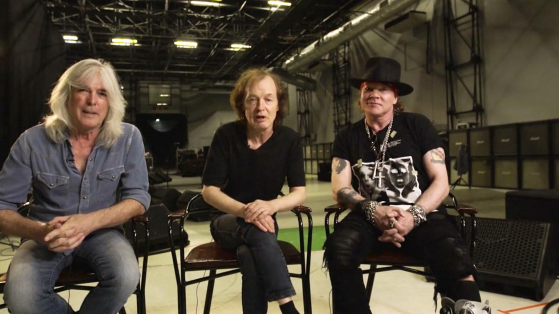 Cliff Williams, Angus Young e Axl Rose