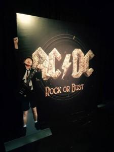 """Entrada para o salão de festas. """"Rock or Bust"""". 2014."""