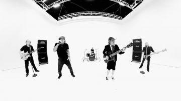 """Membros da banda gravaram vídeo de """"Realize""""em locais diferentes"""