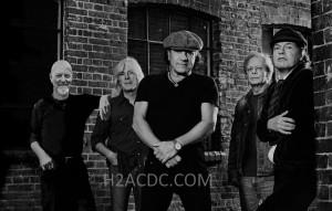 Montagem com o baterista Chris Slade - via H2ACDC
